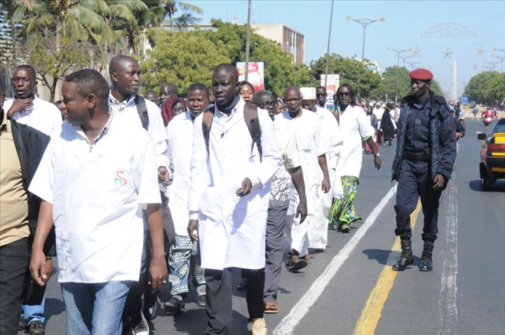 Bourses de formation: Les médecins en spécialisation suspendent leur plan d'action
