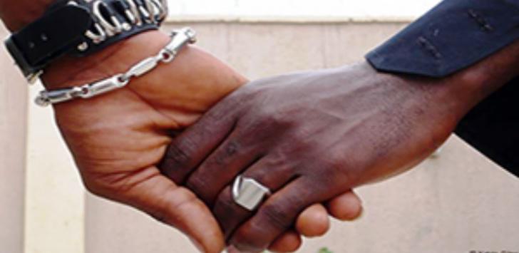 Acte contre nature: Deux garçons et deux filles arrêtés à Liberté 4