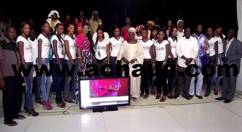 Miss humanitaire:12 candidates pour une couronne,qui la remportera à vous de juger!