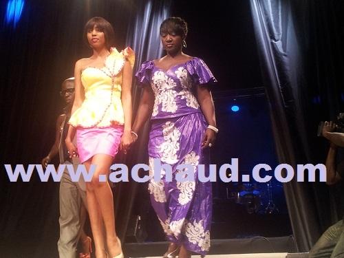 La mannequin Amina Sow en mode défilé au 10 ans du fashion week de Dakar.