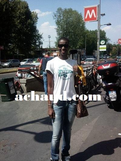Codou Dieng,la fille du chanteur Fallou Dieng ici dans les rues d'Italie.