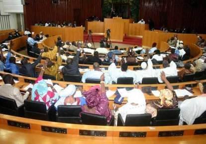 Adoption du projet de loi portant suppression du Sénat, de la vice-présidence et création du Conseil économique, social et environnemental