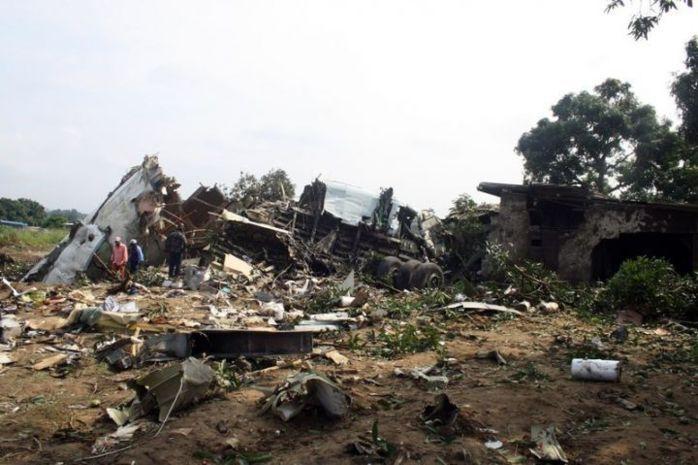 Brazzaville : un avion écrase plusieurs maisons(IMAGES)
