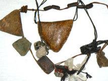 Des sacs remplis de gris-gris à l'Onas