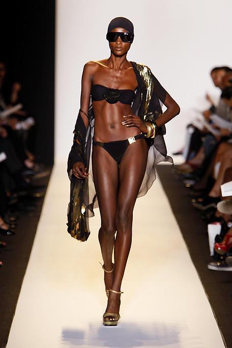Le mannequin sénégalais, Aminata Niaria défile en lingerie