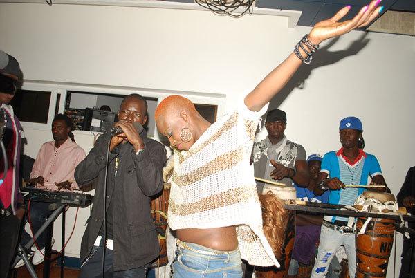 Ndeye Gueye entrain de faire son show !!!
