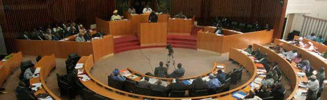 Sourire à l'Assemblée nationale, les députés reçoivent enfin leurs véhicules