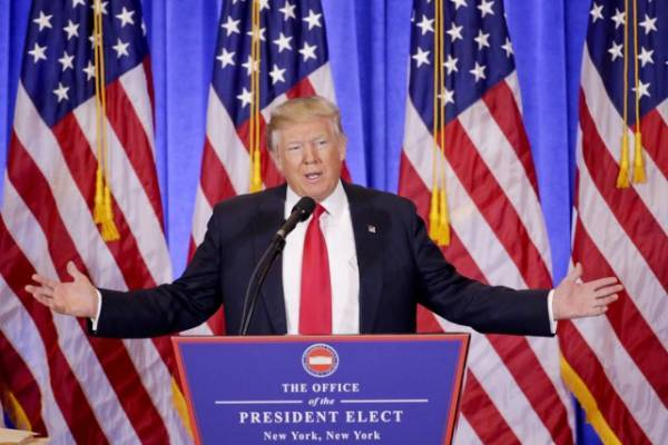 Donald Trump, furieux, dénonce des «fausses informations» le liant à Moscou