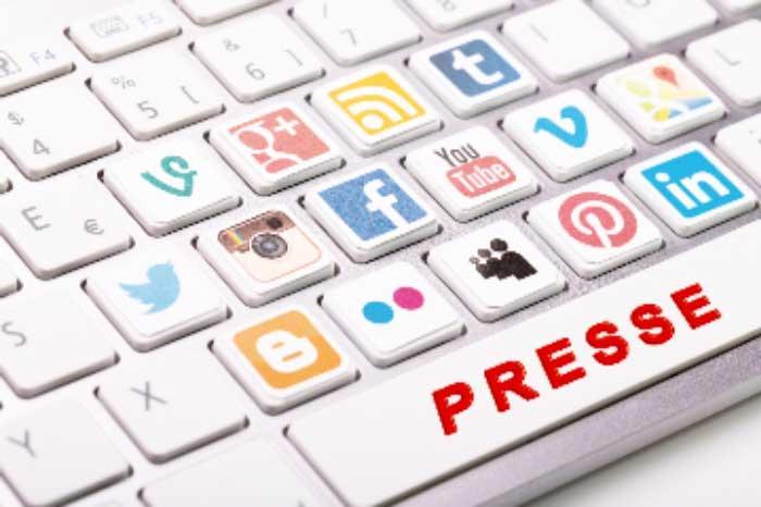 Grand Format: Les réseaux sociaux sont-ils en train de tuer le journalisme? Par Mame Aly KONTE