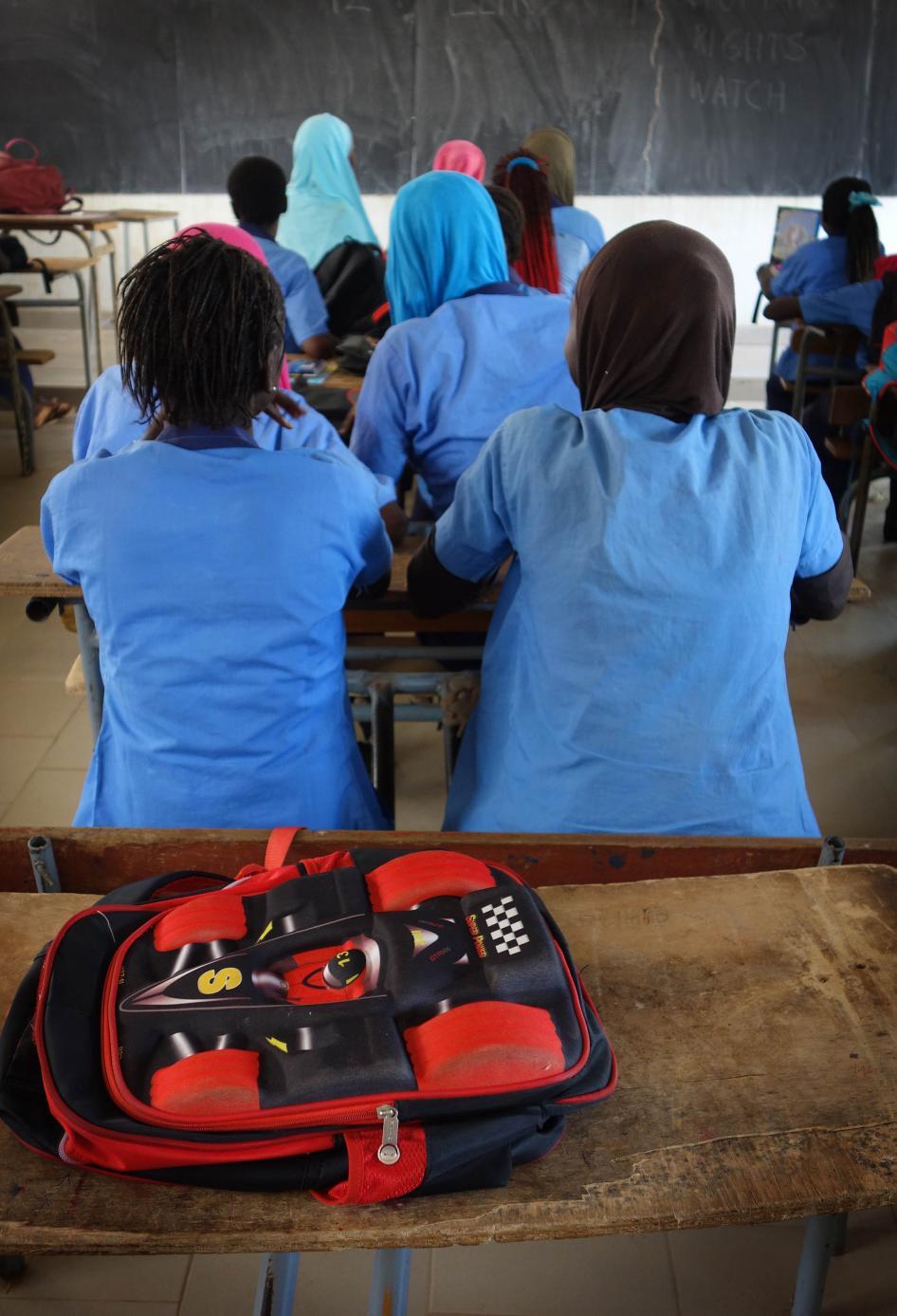 Sénégal : Des adolescentes exploitées sexuellement et harcelées dans des écoles (Human Right Watch)