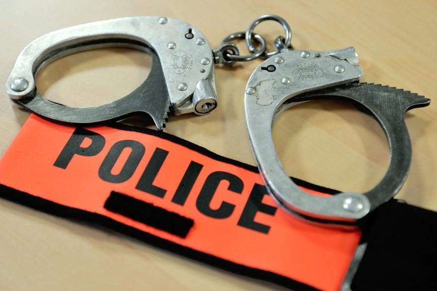 L'agent de police Preira suspendu de ses fonctions... pour avoir aidé sa copine à avorter