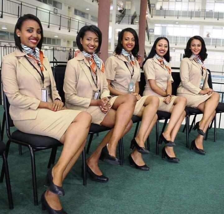 Les 5 hôtesses décédées dans le crash de ce dimanche. Que leurs âmes reposent en paix.