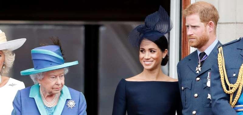 Entre bienveillance et amertume, la reine Elizabeth II regrette le retrait de Meghan et Harry