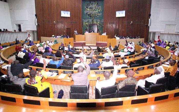 Assemblée nationale: La loi relative à l'état d'urgence et l'état de siège adoptée par la majorité des parlementaires.