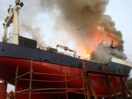 Port autonome de dakar un incendie d clar dans un bateau - Recrutement port autonome de dakar ...
