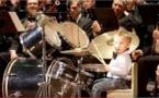 Musique: Un tout petit, virtuose de batterie