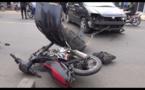 Vidéo/ Grave accident à Thiès, le véhicule heurte violemment la moto jakarta, les riverains sonnent l'alerte. Regardez