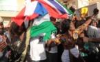 Vidéo: Liesse populaire des Gambiens à Dakar après la prestation de serment de Barrow(vidéo)