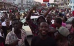 Scènes de liesse à Banjul: Les Gambiens applaudissent après l'investiture d'Adama Barrow à Dakar( vidéo)