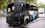 Un bus Dakar Dem Dikk brûlé par des manifestants pro-Barthélémy à Colobane