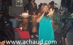 Quand la ravissante assistante de Mbaye Guéye DG EMG AUTO ,Aicha oublie son ordinateur et son téléphone pour faire un duo avec Viviane à la Villa Cristal.