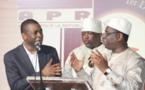 (2 vidéos)-Faut-il en rire ? Macky chante, danse et traite les Sénégalais de fêtards