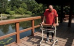 Exploit de la médecine: Un homme paralysé remarche après une opération sans précédent de la colonne vertébrale (vidéo)