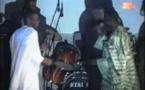 Vidéo rétro: Thione Seck chante, Youssou Ndour danse…