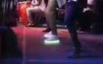 Waly Seck sur scène avec des chaussures lumineuses…