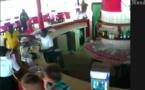 Attaque de Bassam : Un des terroriste filmé par une caméra de surveillance PLUS