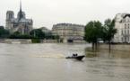 INONDATIONS: La France les pieds dans l'eau, la Seine en crue à Paris