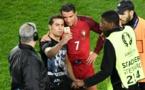 Euro-2016: un fan, entré sur la pelouse, fait un selfie avec Ronaldo et en pleure
