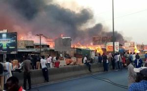 PIKINE : Violent incendie en cours au Parc Lambaye