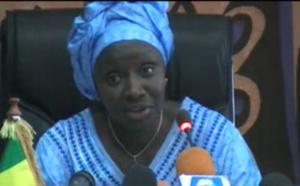 """Mimi Touré sur la rumeur de son départ: """"Je serai la seconde à démissionner de l'APR après Macky Sall"""""""