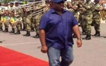 Gabon : le président Ali Bongo dans une tenue qui suscite la polémique