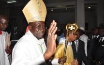 """Immigration clandestine: Mgr Benjamin NDIAYE dénonce la """"pression"""" des familles sur les jeunes"""